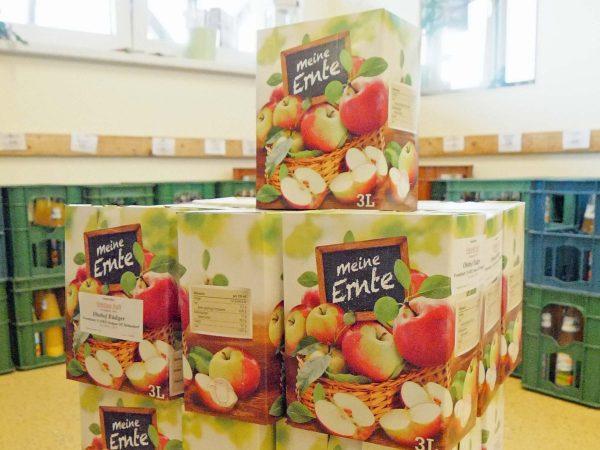 Quittensaft und Apfelsaft aus eigener Ernte